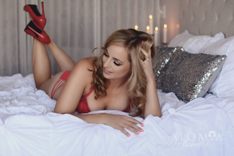 Fabulous Boudoir Shoot with Glowing Miss L