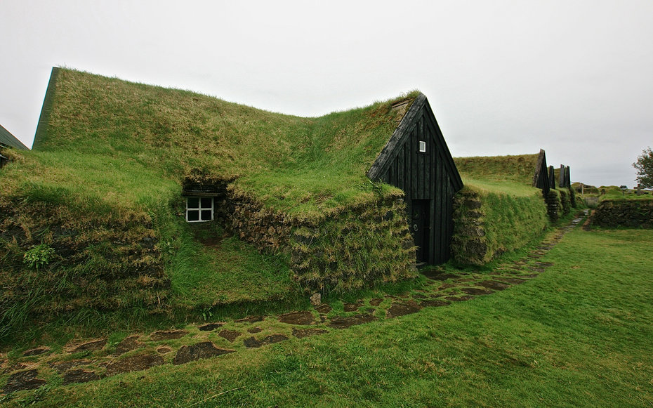 Liz beatty viking turf house iceland0216