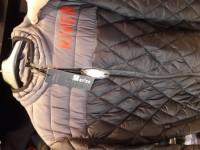 Campera de pluma sin capucha.. disponible en talles S,M y L a 1.800