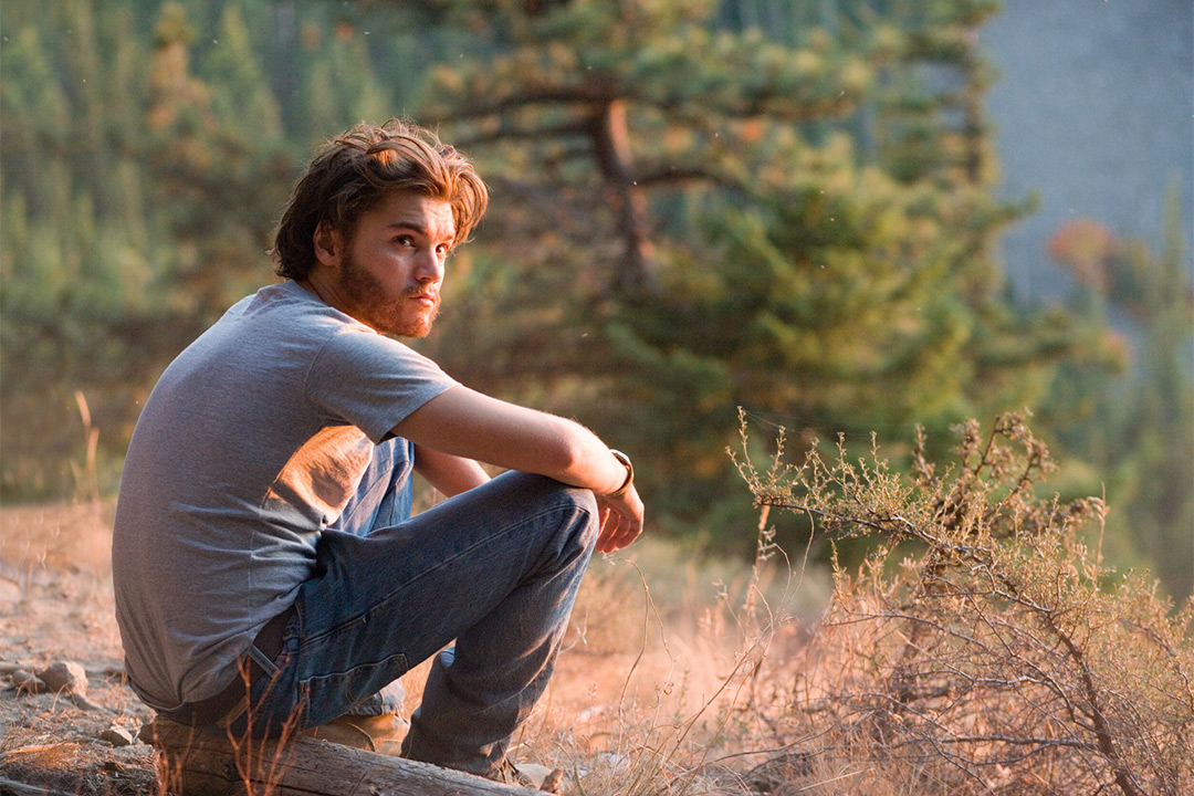 the life and struggles of christopher mccandless in the book into the wild by jon krakaeur The book into the wild by jon krakauer tells the true story of a young man named chris mccandless who decides to leave society behind in exchange for the refreshing.