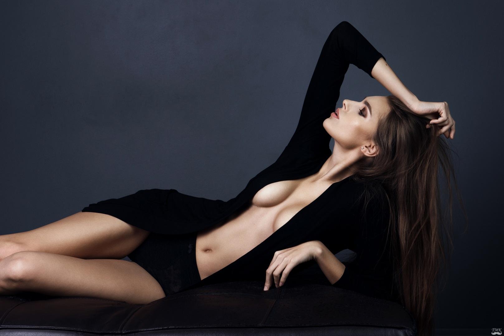 photographer-tomash-masojc model-emilija-budginaite makeup color model skin eyelashes studio bescouted talent