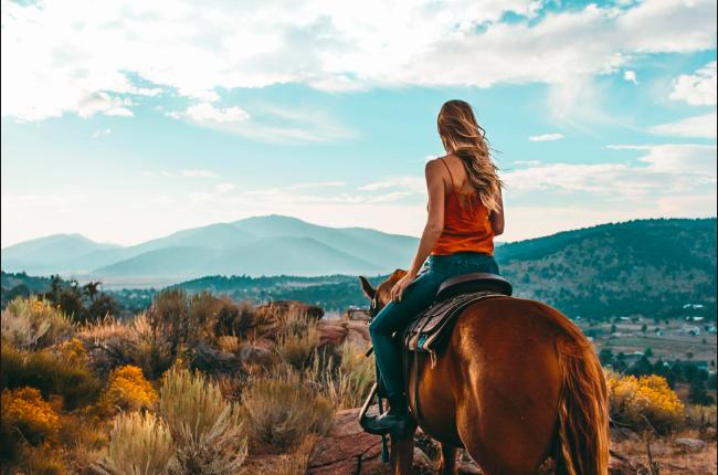 horseback-riding-big-bear-lake-eco-tourism-conscious-tourism