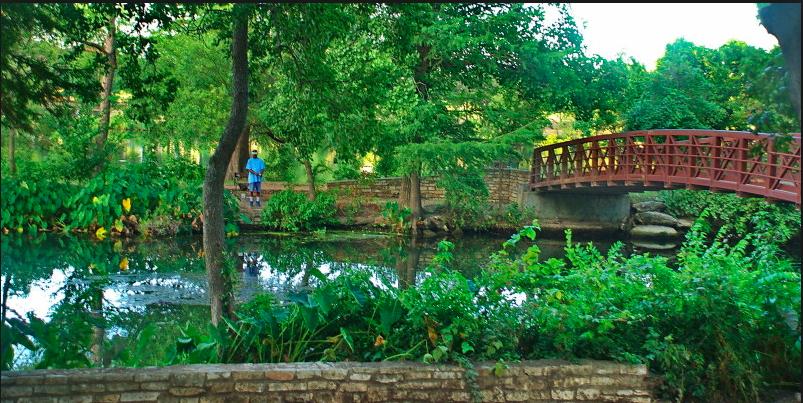 bike-riding-through-zilker-park-green-austin-green-cities