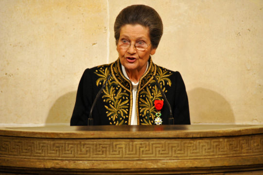 Simone Veil: French politician and Holocaust survivor dies