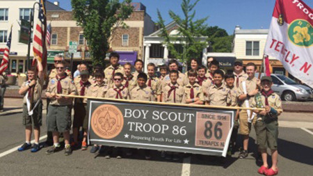 Troop 86 parade photo450x253