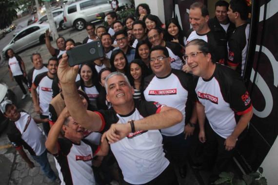 El presidente de Grupo Borja, Lic. Juan José Borja junto con el vicepresidente, Lic. Ernesto Borja celebraron junto a sus empleados de Diario El Mundo esta fecha tan especial.