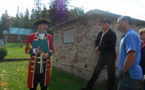 2016-10-02-letitia-heights-town-crier-steve-travers-at-ardagh-gowan-crypt-at-barrie-union-cemetery