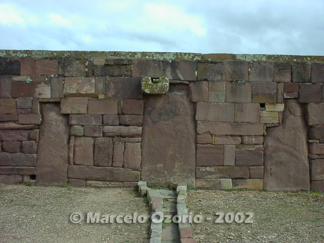 tiwanaku archaeological site bolivia 4 - Tiwanaku, pre-columbian archaeological and world heritage site at Bolivia