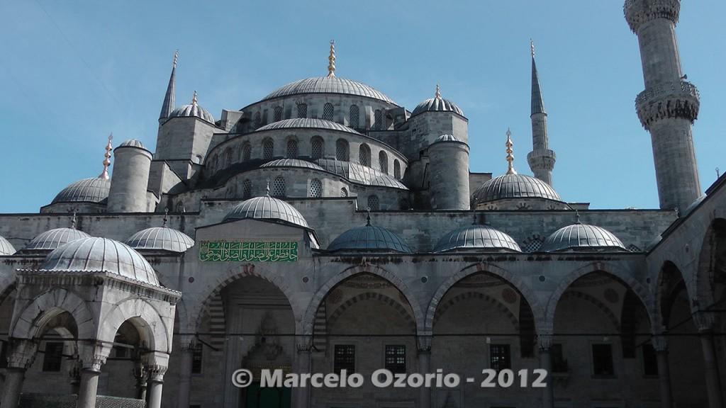 historical blue mosque istambul turkey 5 1024x576 - Feel a Sultan´s Vibe at Blue Mosque - Istanbul - Turkey