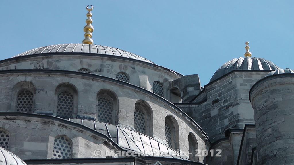 historical blue mosque istambul turkey 7 1024x576 - Feel a Sultan´s Vibe at Blue Mosque - Istanbul - Turkey