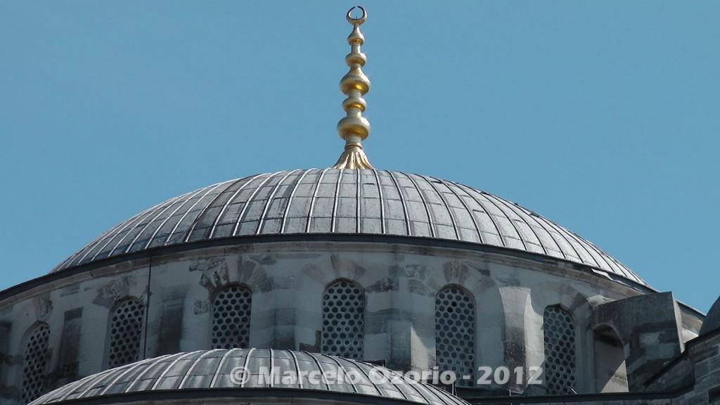 islamic-symbol-at-blue-mosque-istambul-turkey