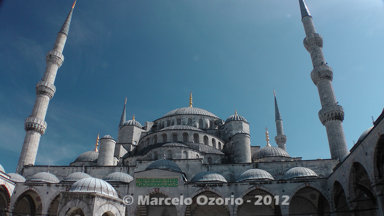 historical-blue-mosque-istambul-turkey