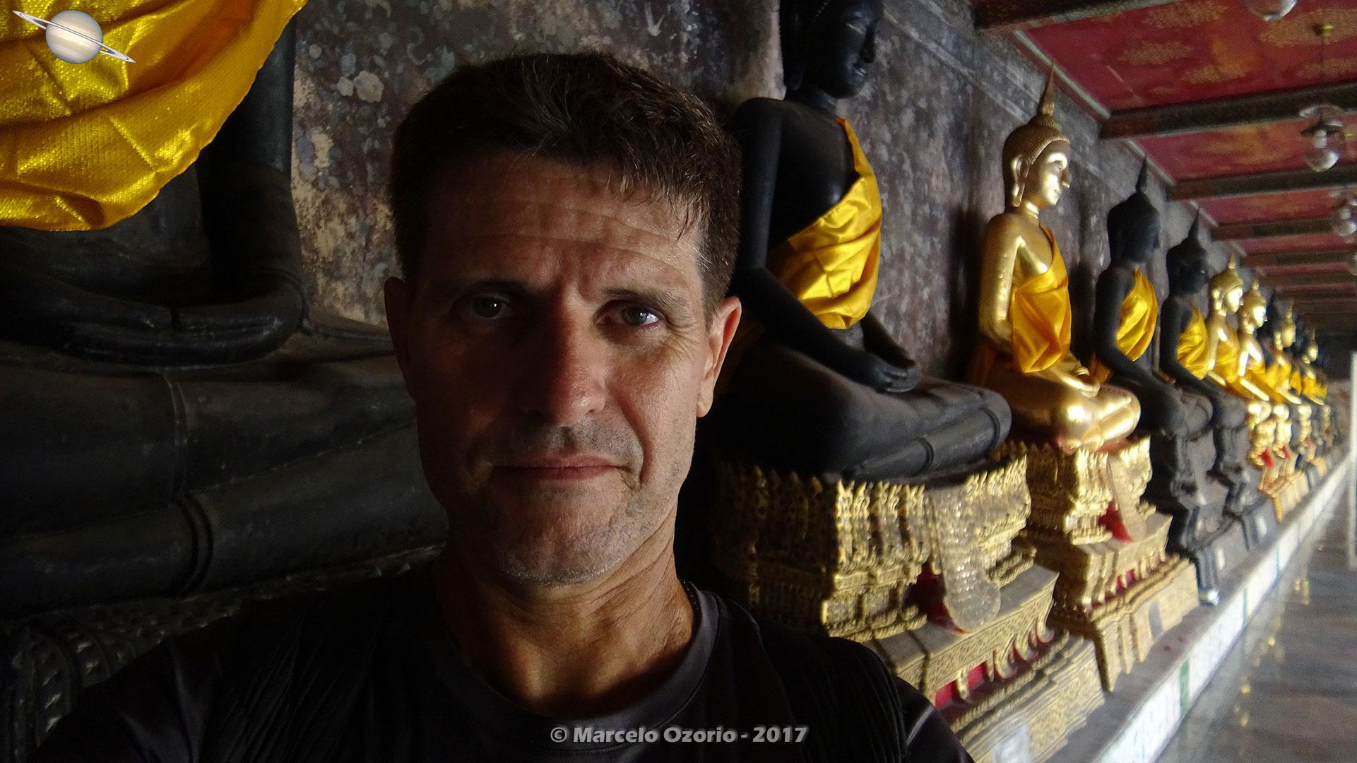 Marcelo Ozorio no Templo Wat Suthat - Bangkok - Tailandia