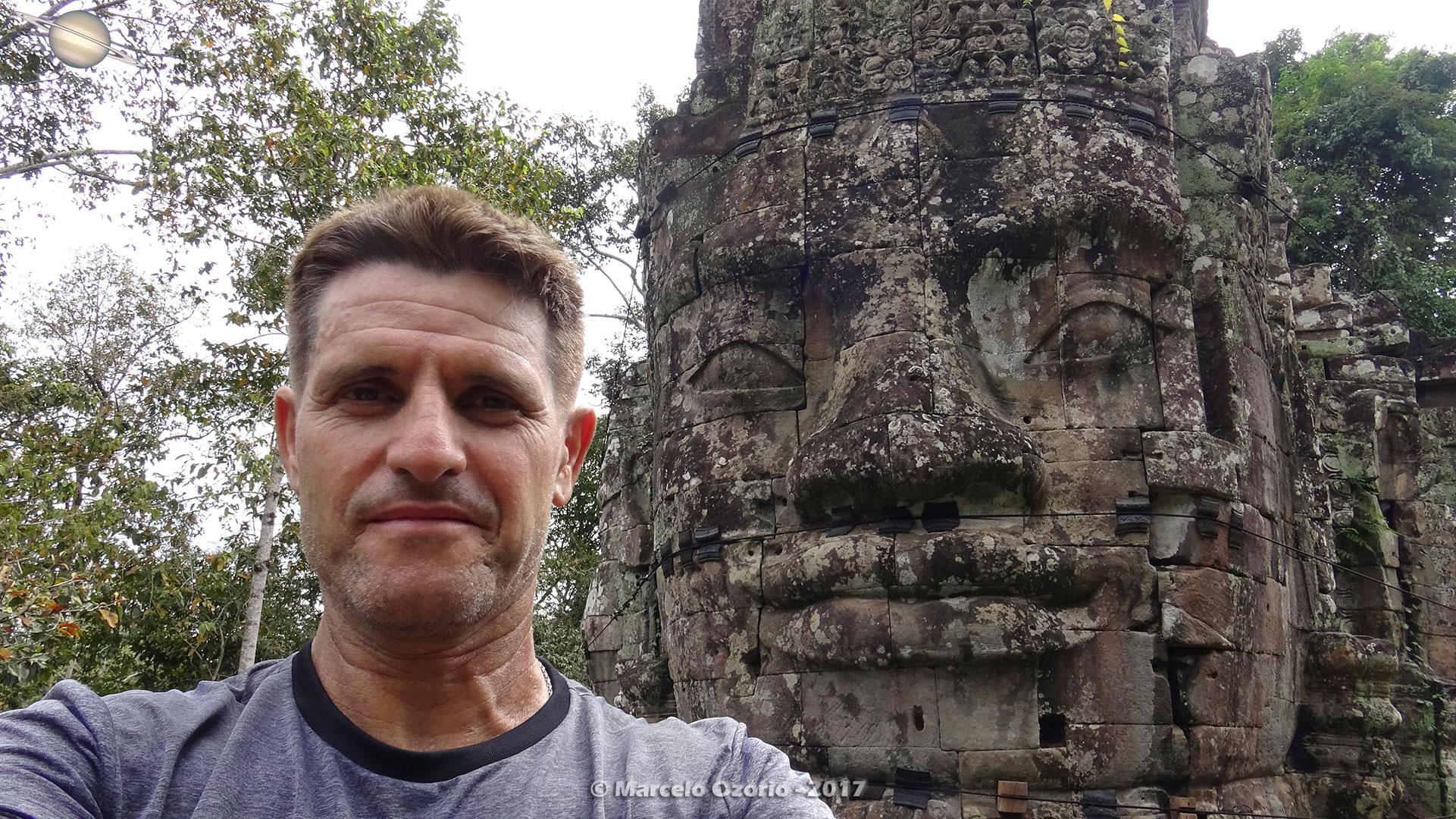 Marcelo Ozorio nos Portais de Angkor Thom - Siem Reap - Camboja