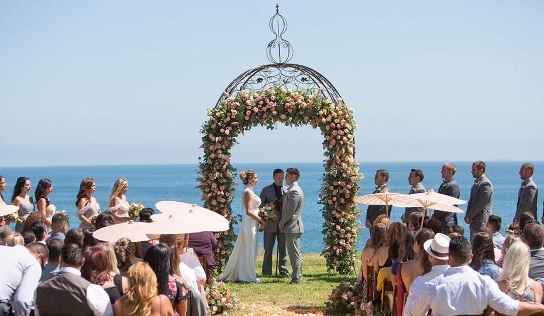 Arcos de flores decorativos de casamento