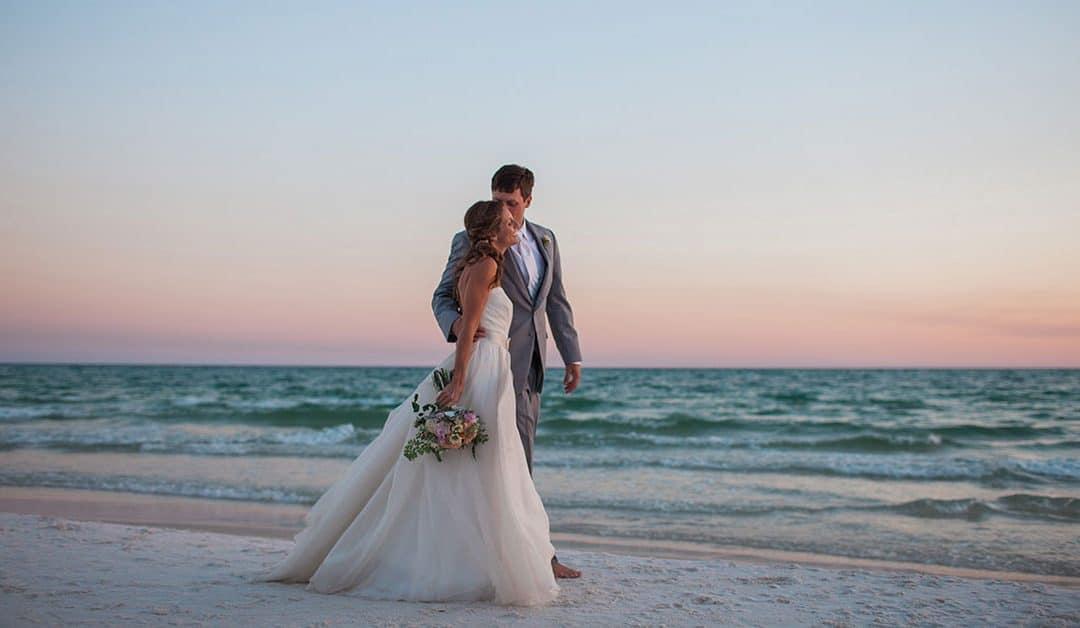 Escolhendo o vestido de casamento na praia