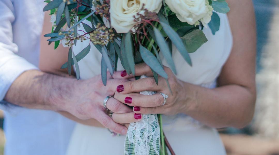 Esmaltes coloridos para noivas que querem ousar