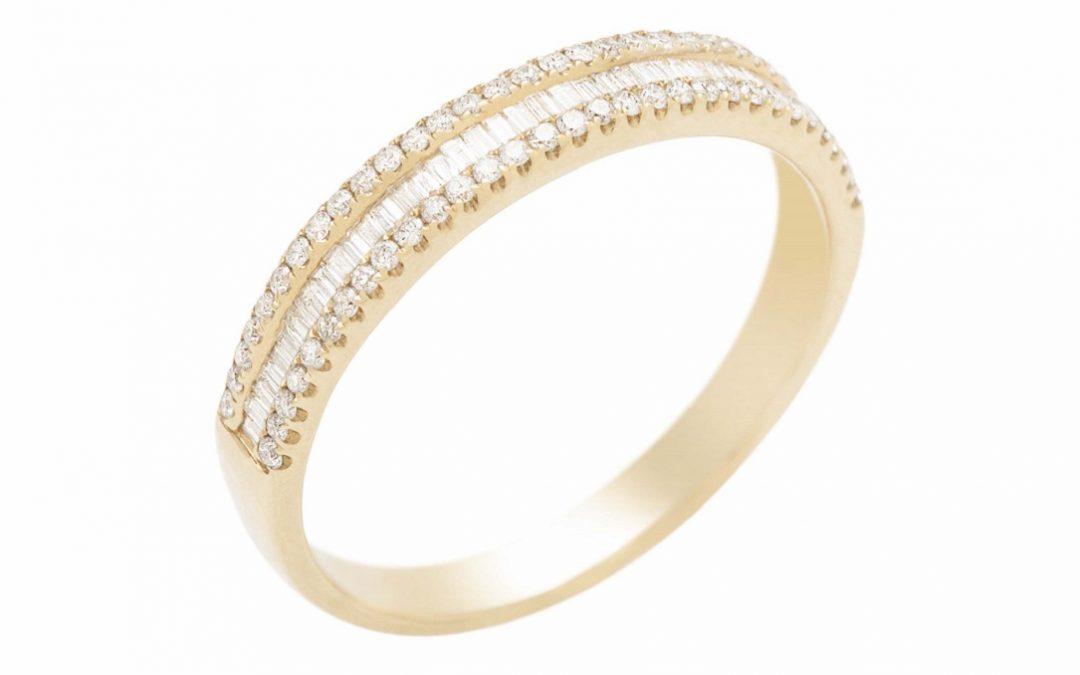 Aparadores de aliança: como usá-los com a aliança de noiva
