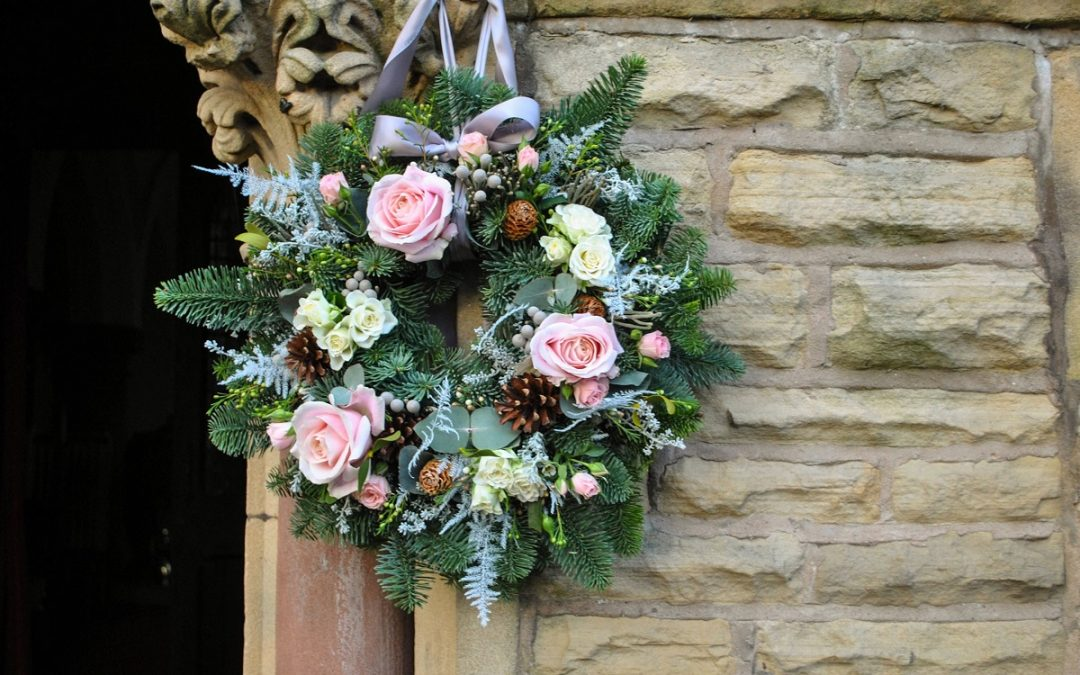 Guirlanda de flores para casamento bem decorado