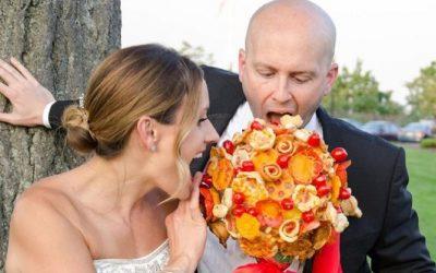 Buquê de pizza é moda nos casamentos americanos