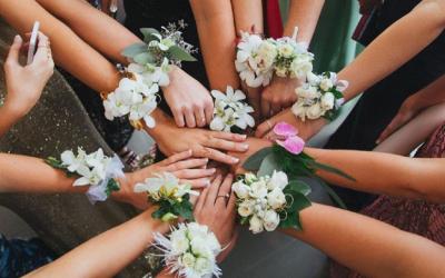 Corsage floral para madrinhas de casamento é tendência 2018!