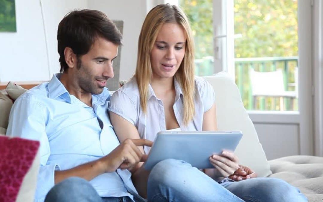 Convites de casamento online: versáteis e econômicos
