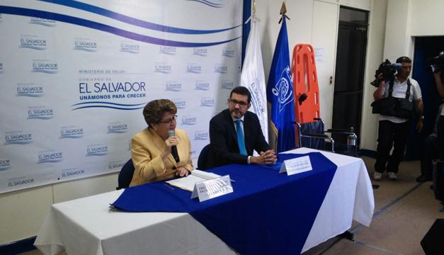 Ministra de Salud, Violeta Menjívar y Jorge Peraza representante de OIM.