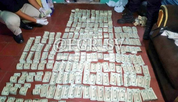 Dinero-encontrado-en-pared