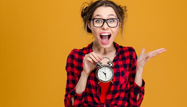 mujer reloj tiempo