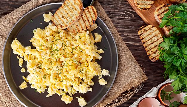 huevos revueltos desayuno nutricion dieta comida sana