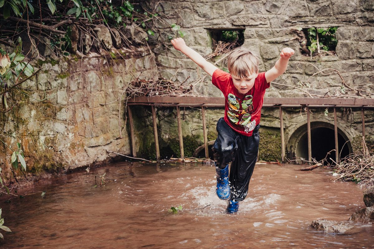 Kids & Family Photographer_Bristol_boy playing in water
