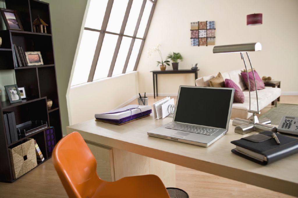 C mo crear tu propia oficina en casa 5 pasos for Direccion de la oficina