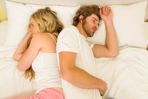 25 Clear Signs He Is Cheating on You
