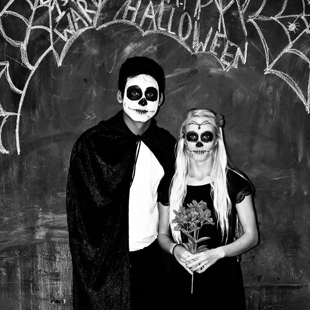 40 Cheap, Easy And Simple DIY Halloween Costumes For Couples