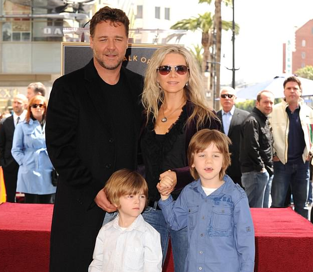 Russell Crowe's Wife Wiki: Actress, Net Worth, 'The Crossing' & Facts About Danielle Spencer