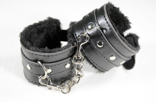 Handcuffs 2773818 1920