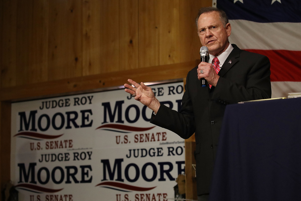Republican Senate candidate Roy Moore campaigns in Fairhope, Alabama in December. A new MapLight analysis found that outside spending supporting Moore has surged since December.  (Photo by Joe Raedle/Getty Images)
