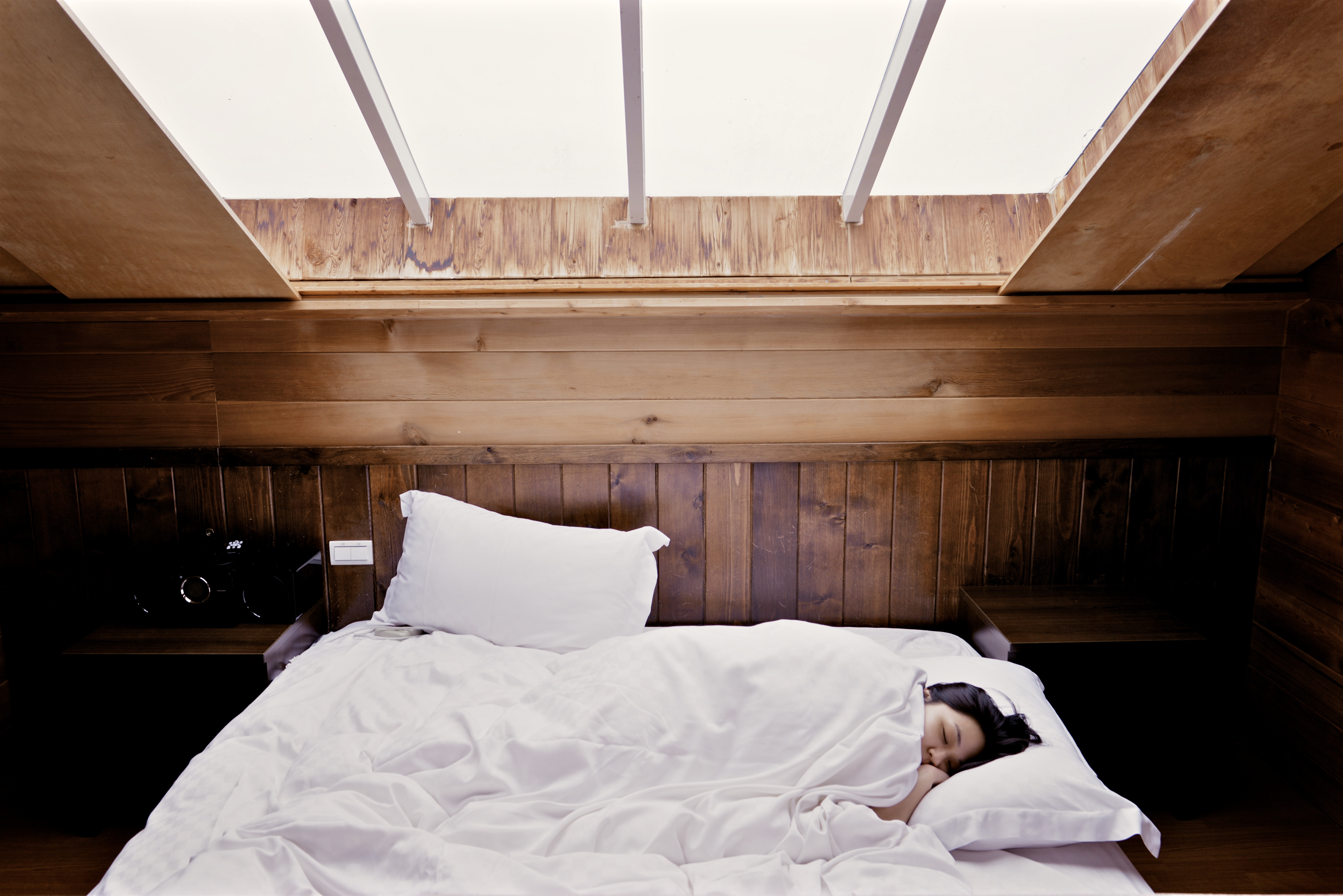 sleep_wooden cabin_white sheets
