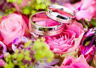 Two wedding rings on flowers