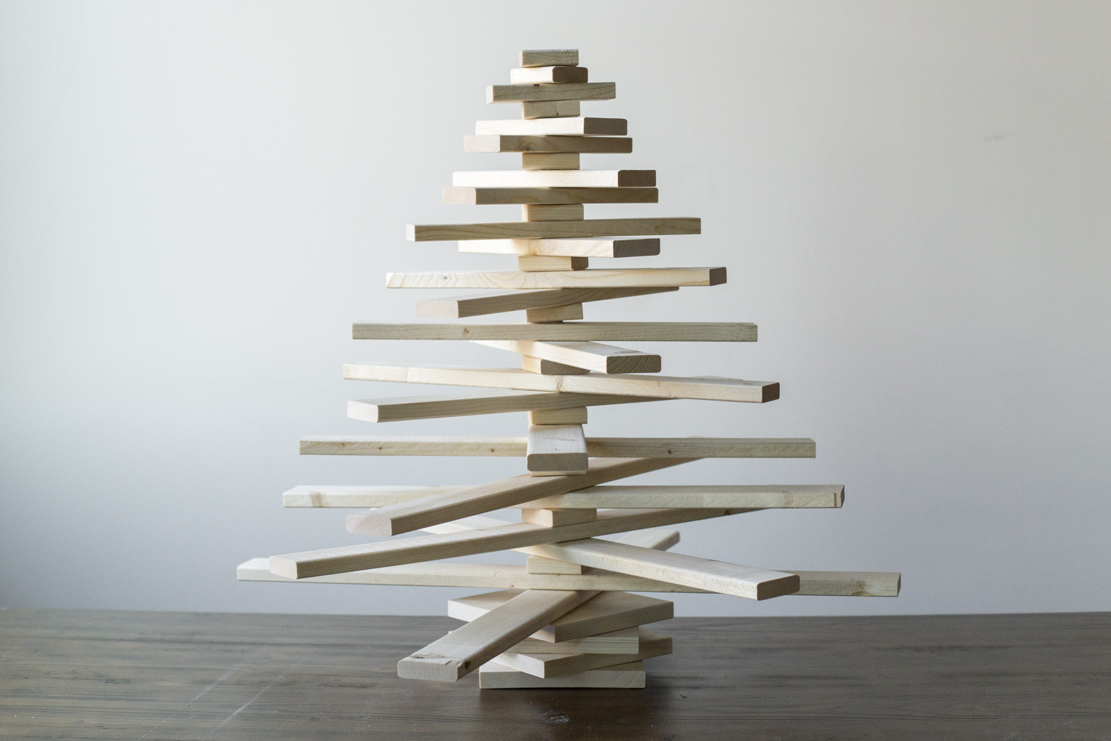 diy wooden christmas tree how to make a wooden christmas tree dunn diy. Black Bedroom Furniture Sets. Home Design Ideas