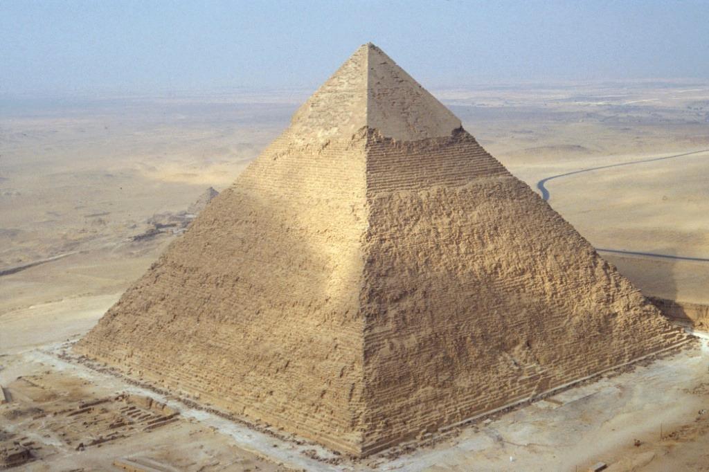 Descubrieron una c mara en el interior de la pir mide de keops for Interior de una piramide