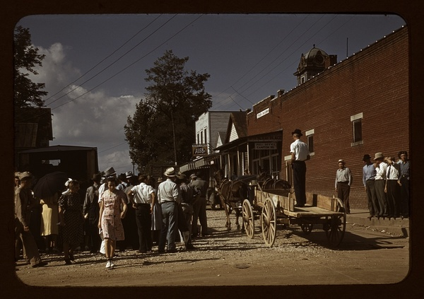 Farmers and townspeople in center of town on Court day, Campton, Ky.