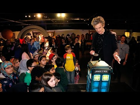 Peter Capaldi Surprises Fans At The Doctor Who Experience!