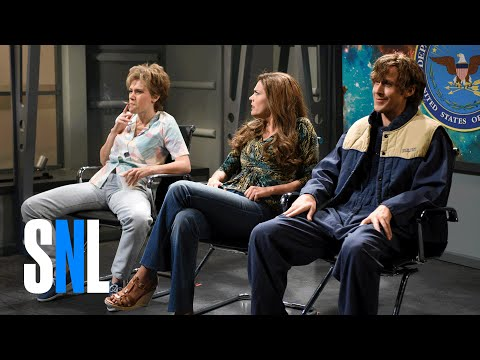 Watch Ryan Gosling and SNL Cast Break Up Over Kate McKinnon in Hilarious Alien Abduction Sketch!