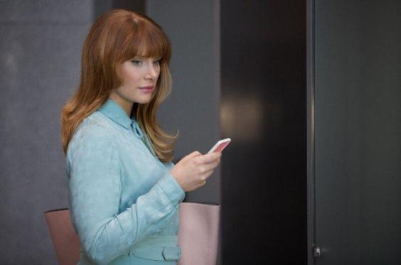 """Episode Recap: Black Mirror [S3E01] """"Nosedive"""""""