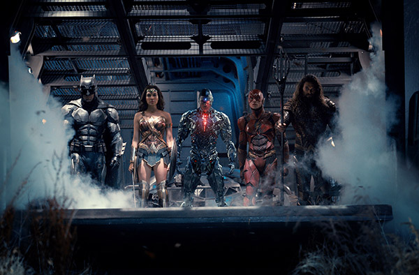 New JUSTICE LEAGUE Photo Shows The Super Group Ready For Action!