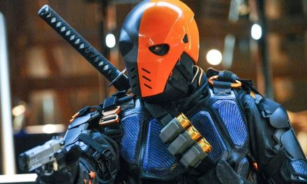 Deathstroke Returns! ARROW Star Ready For Reentrance in New Photo