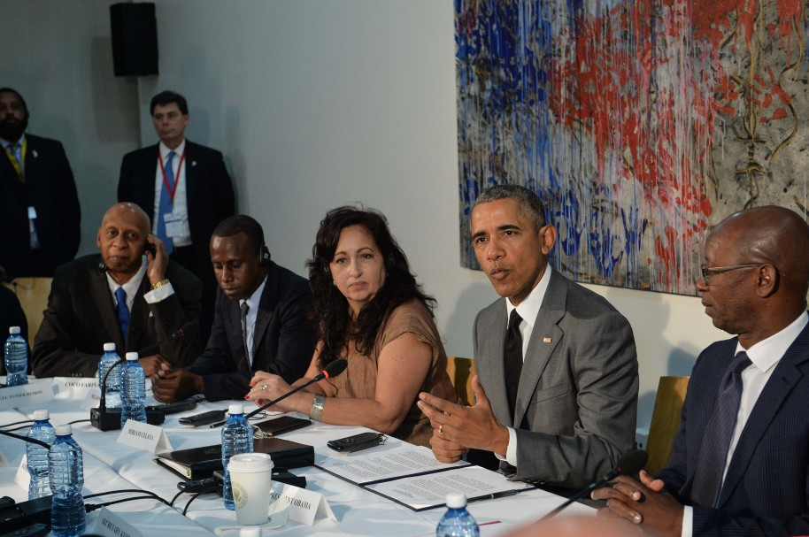 US President Barack Obama (2-R) takes part in a Civil Society Roundtable discussion at the US embassy in Havana on March 22, 2016. President Barack Obama said that Cubans should be free to speak without fear, should not be detained for their thoughts and should embrace democracy, in a speech televised across the Communist-run island Tuesday.   AFP PHOTO/ Nicholas KAMM / AFP / NICHOLAS KAMM