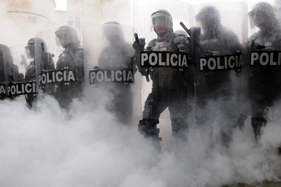 Members of the Colombian Police Mobile Anti-Riot Squad (ESMAD) training at Police Station in Medellin, Antioquia department, Colombia on November 26 , 2010. AFP PHOTO/Raul ARBOLEDA / AFP / RAUL ARBOLEDA