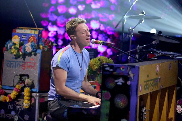 THE TONIGHT SHOW STARRING JIMMY FALLON -- Episode 0433 -- Pictured: Chris Martin of musical guest Coldplay performs on March 15, 2016 -- (Photo by: Andrew Lipovsky/NBC/NBCU Photo Bank via Getty Images)